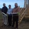 Vyhlídku u divokých koní a praturů v Milovicích dnes otevřel hejtman Miloš Petera a starosta Milan Pour