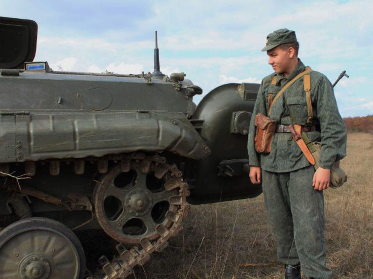 Vojenský transportér pomohl s odstraňováním náletových křovin v rezervaci velkých kopytníků